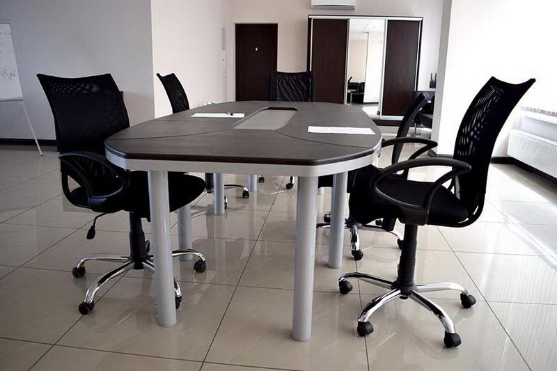 конференц стол, питание на переговоров