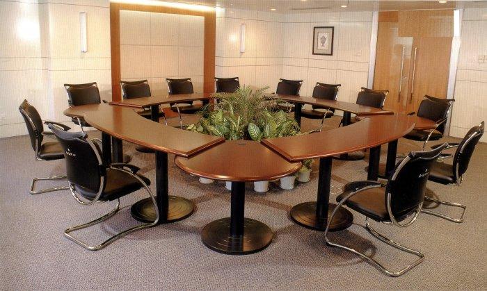 Конференц стол, княжение чтобы переговоров