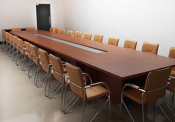 Конференц стол, кормежка на переговоров