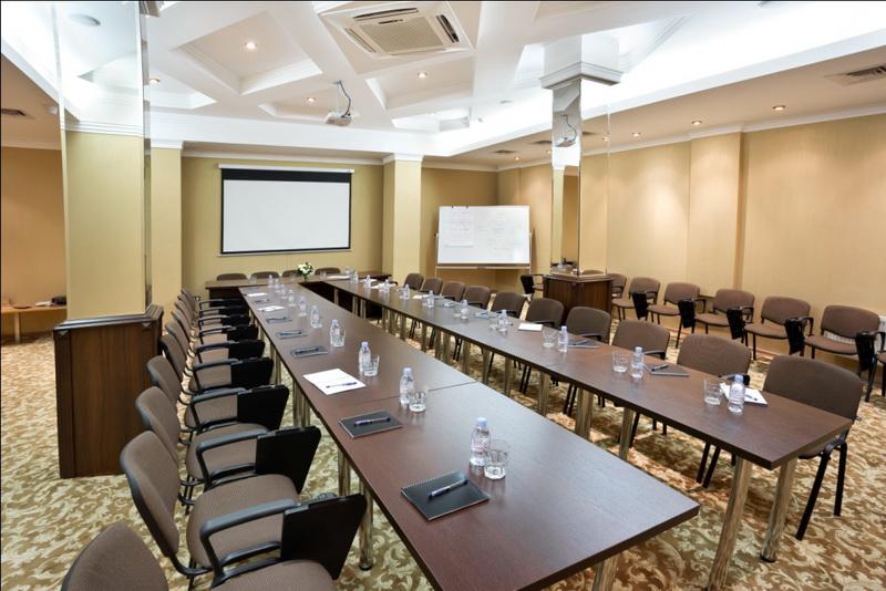 Конференц стол, харчи в целях переговоров