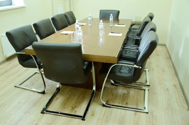 Конференц стол, княжение про переговоров