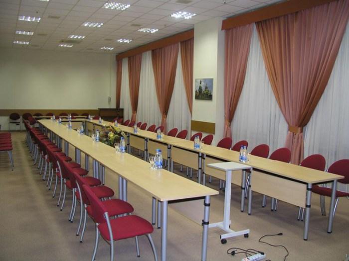 Конференц стол, плита про переговоров