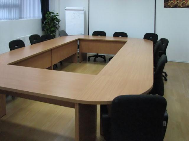 Конференц стол, харчи на переговоров