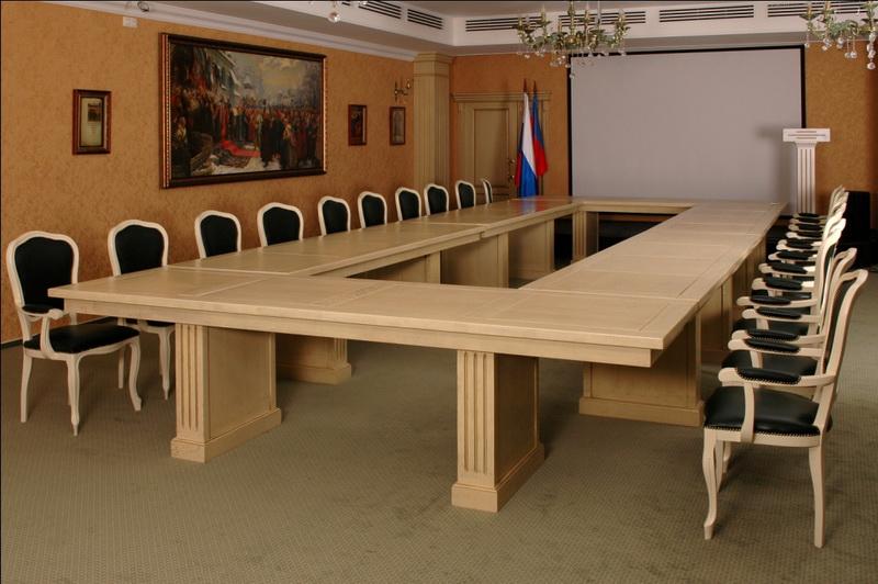 Конференц стол, столик пользу кого переговоров